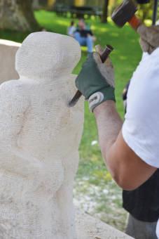 Bildhauerei am Stein mit Aflenzer Muschelkalkstein